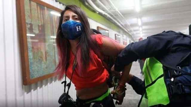 suspenden policías agresión reporteras metro Hidalgo