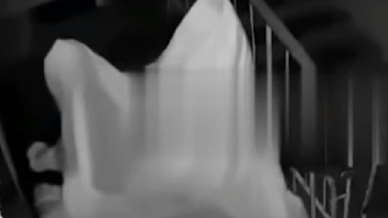 Hombre se disfrazó de fantasma para acosar a su exnovia