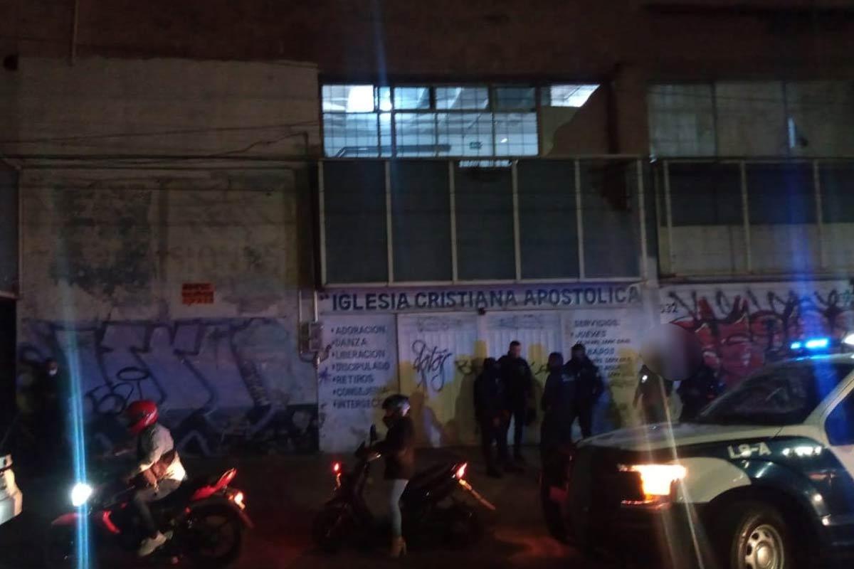 En Nezahualcóyotl, Estado de México, las autoridades desmontaron un salón de fiestas que se disfrazaba de iglesia cristiana