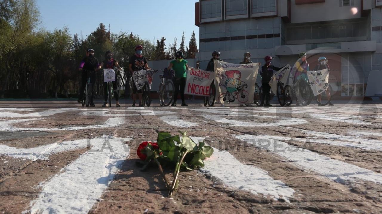 Colectivos feministas protetaron por el feminicidio de nicole