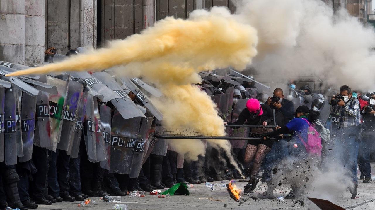 Se registraron 81 personas lesionadas tras la marcha feminista del 8M. Fiscalía de la CDMX abrirá una investigación al respecto.