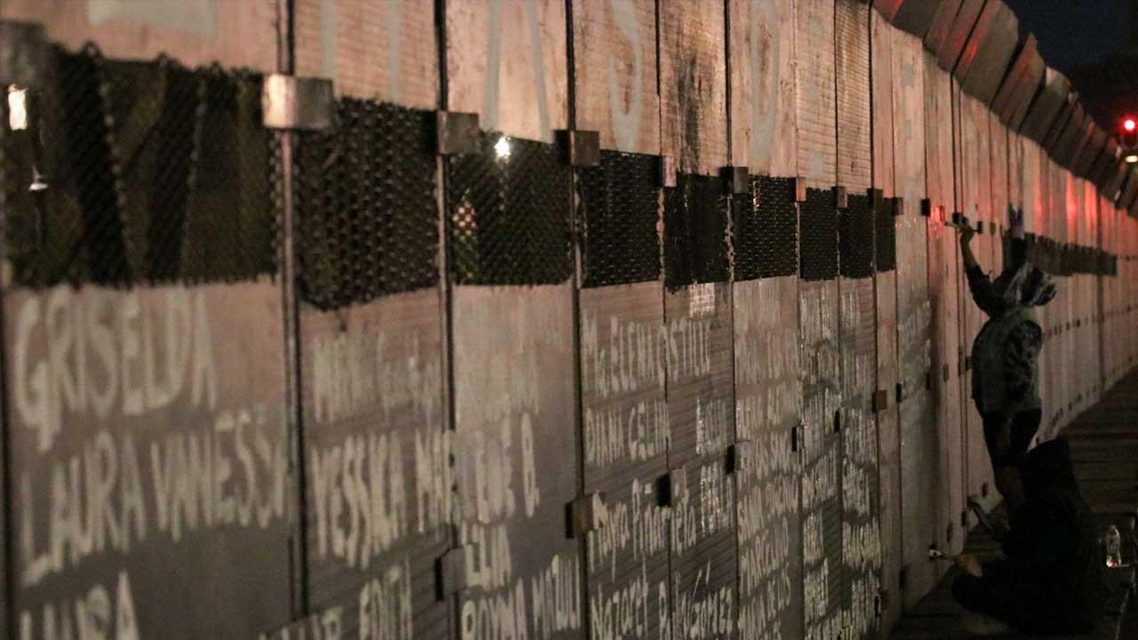 colectiva pintó nombre de víctimas de feminicidio