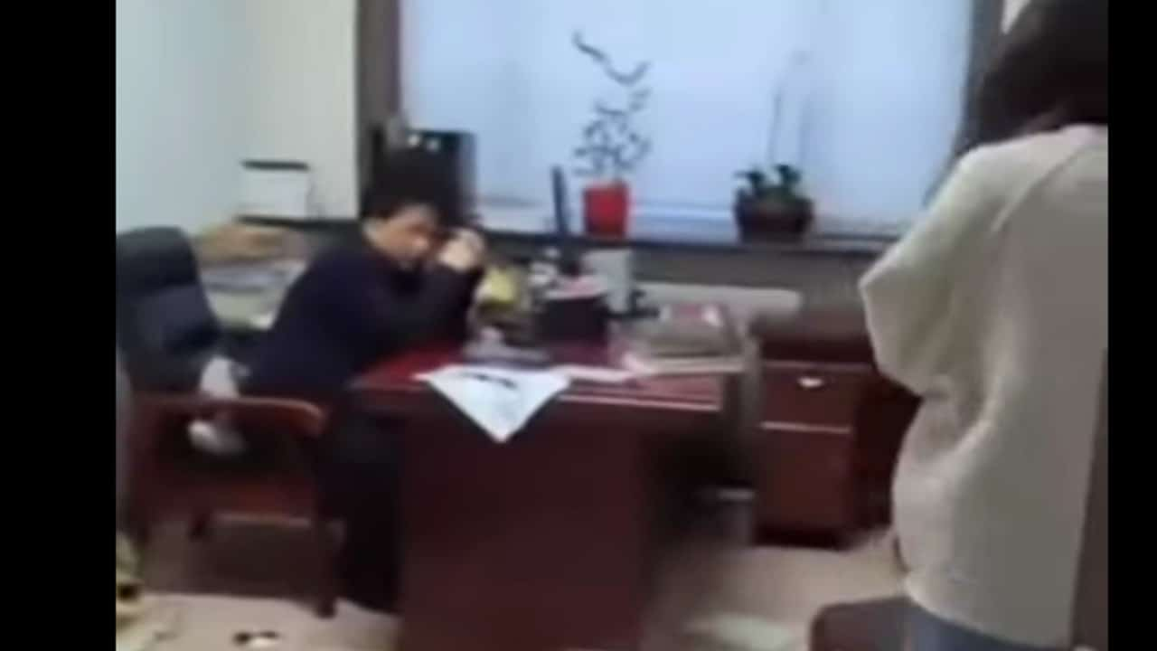 Mujer Golpea Jefe Acosaba Sexualmente China Video