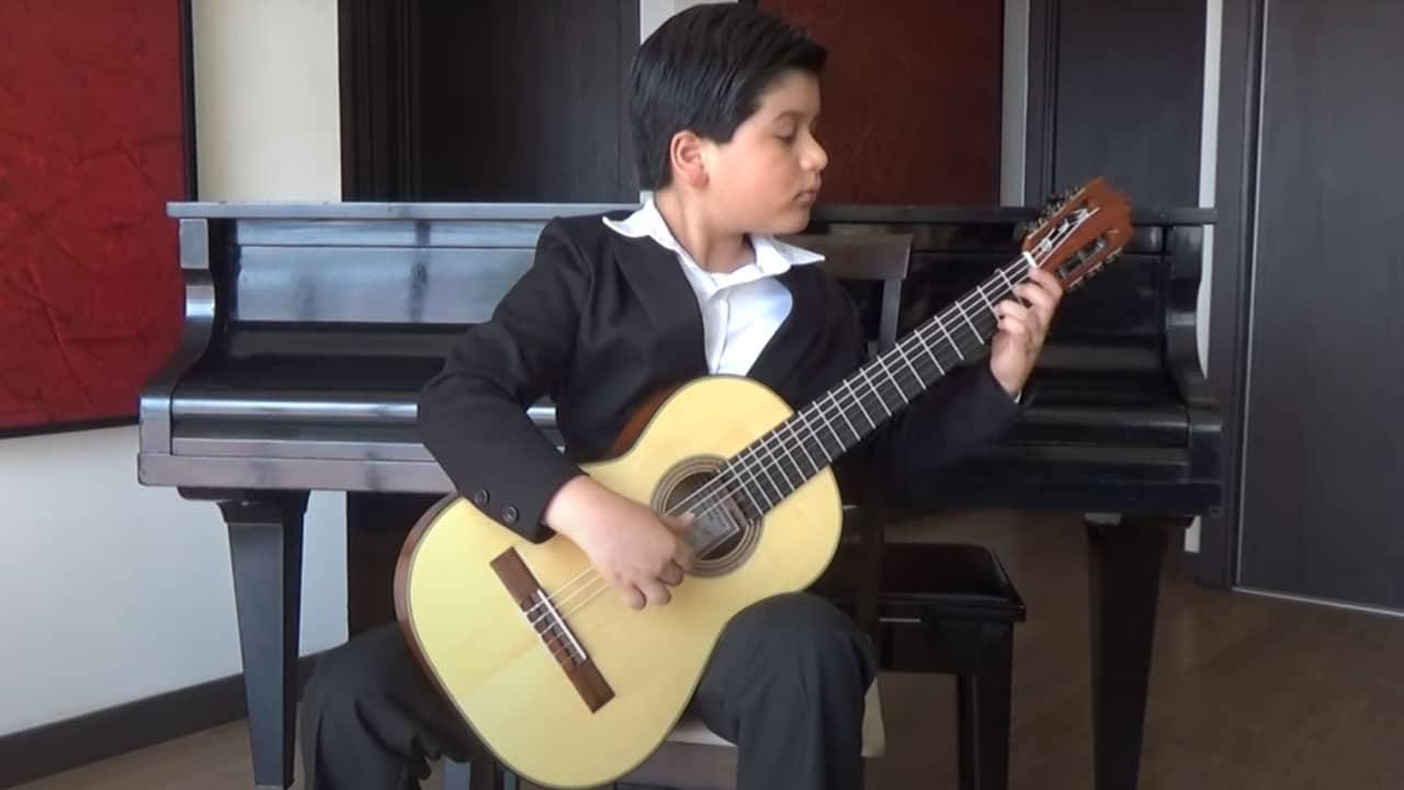 niño mexicano concurso guitarra Ucrania