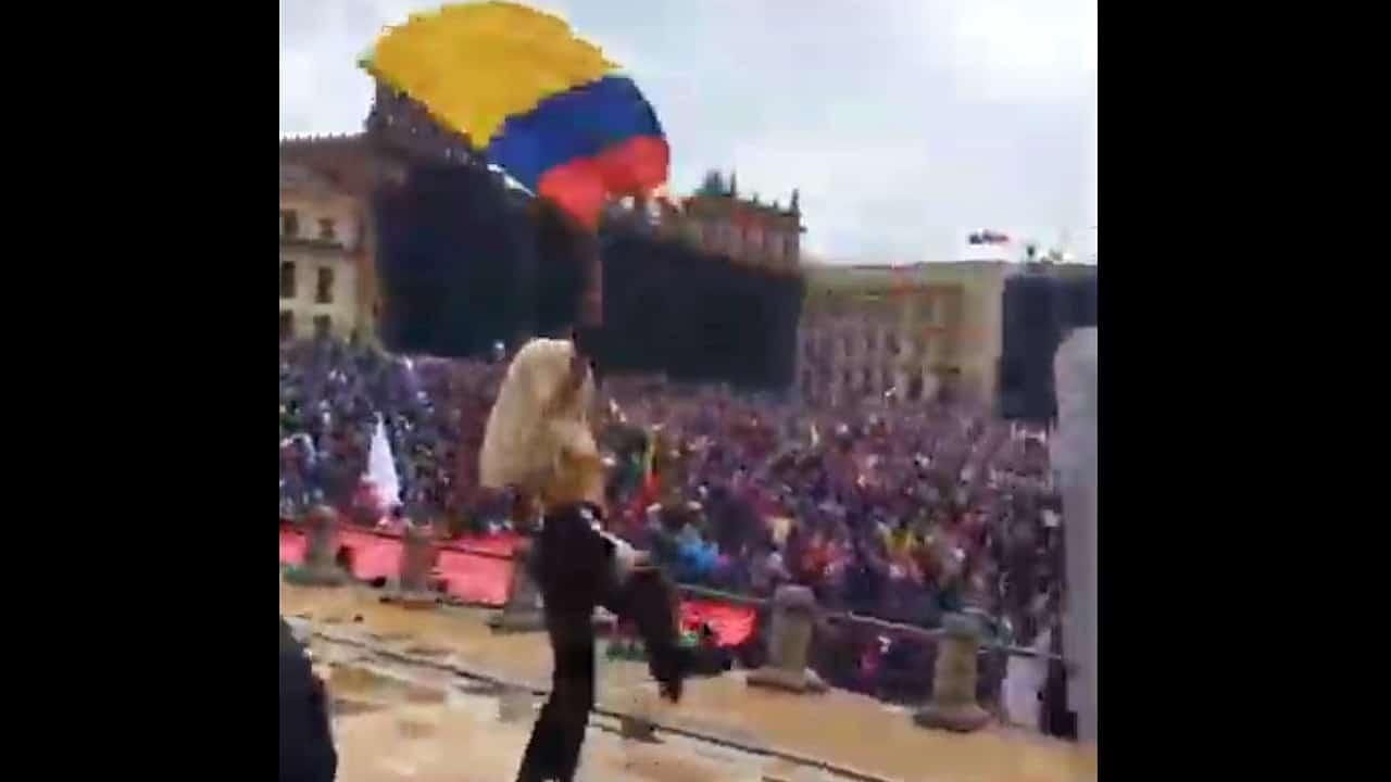 VIDEO: Artistas queer causan furor con sus bailes en protestas de Bogotá