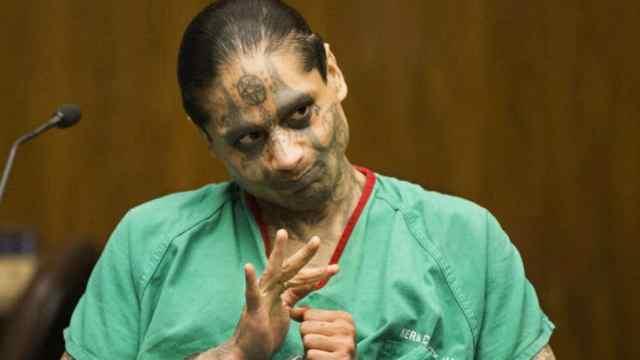 Satanista decapita compañero celda