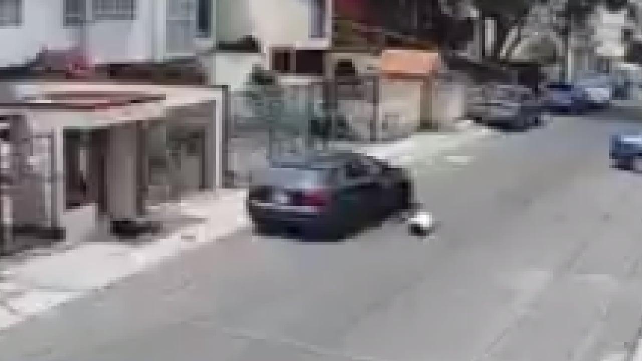 Video: sujeto lanzo a su novia desde su automóvil