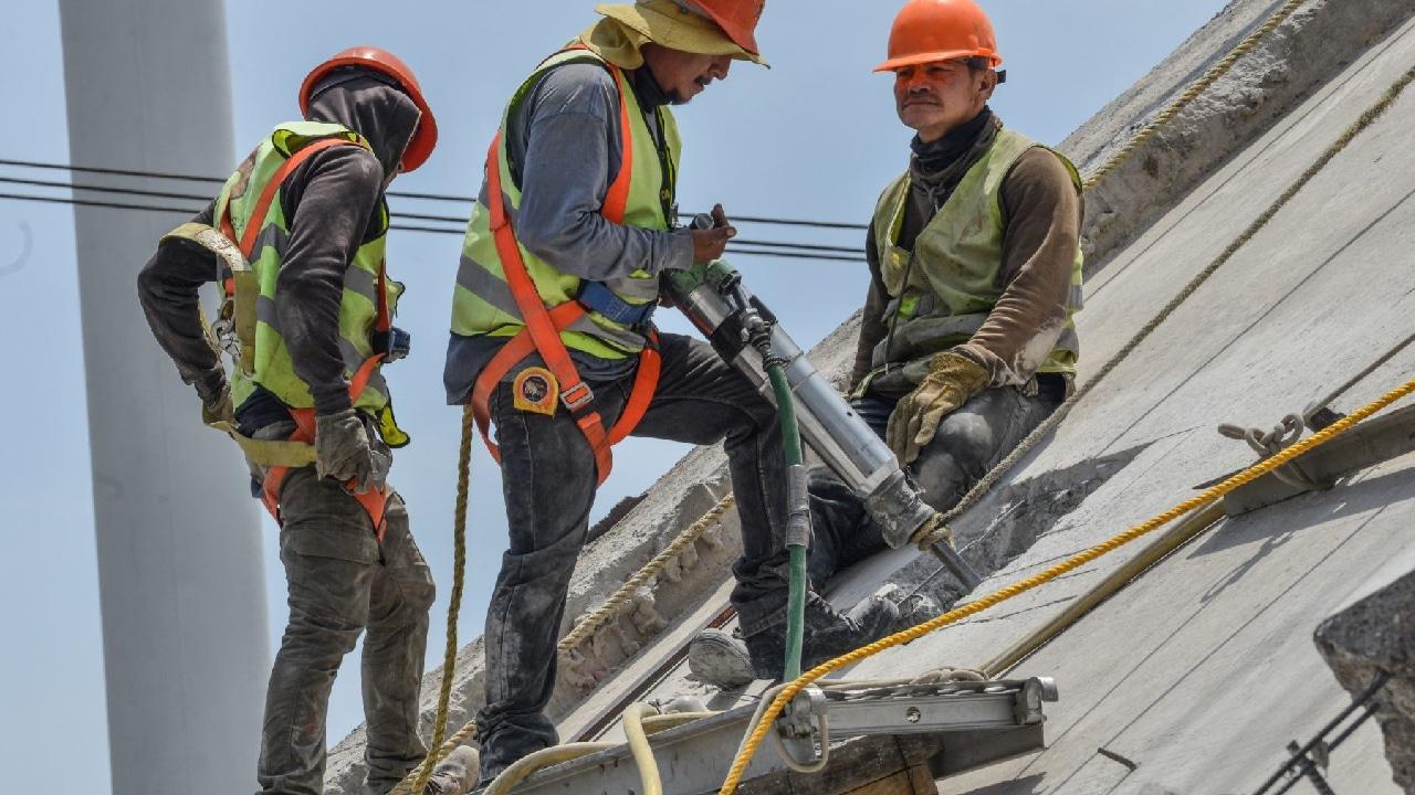 Trabajadores Línea 12 Metro sufrieron accidente