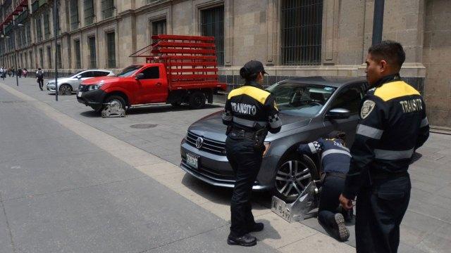Hombre muerde policia CDMX