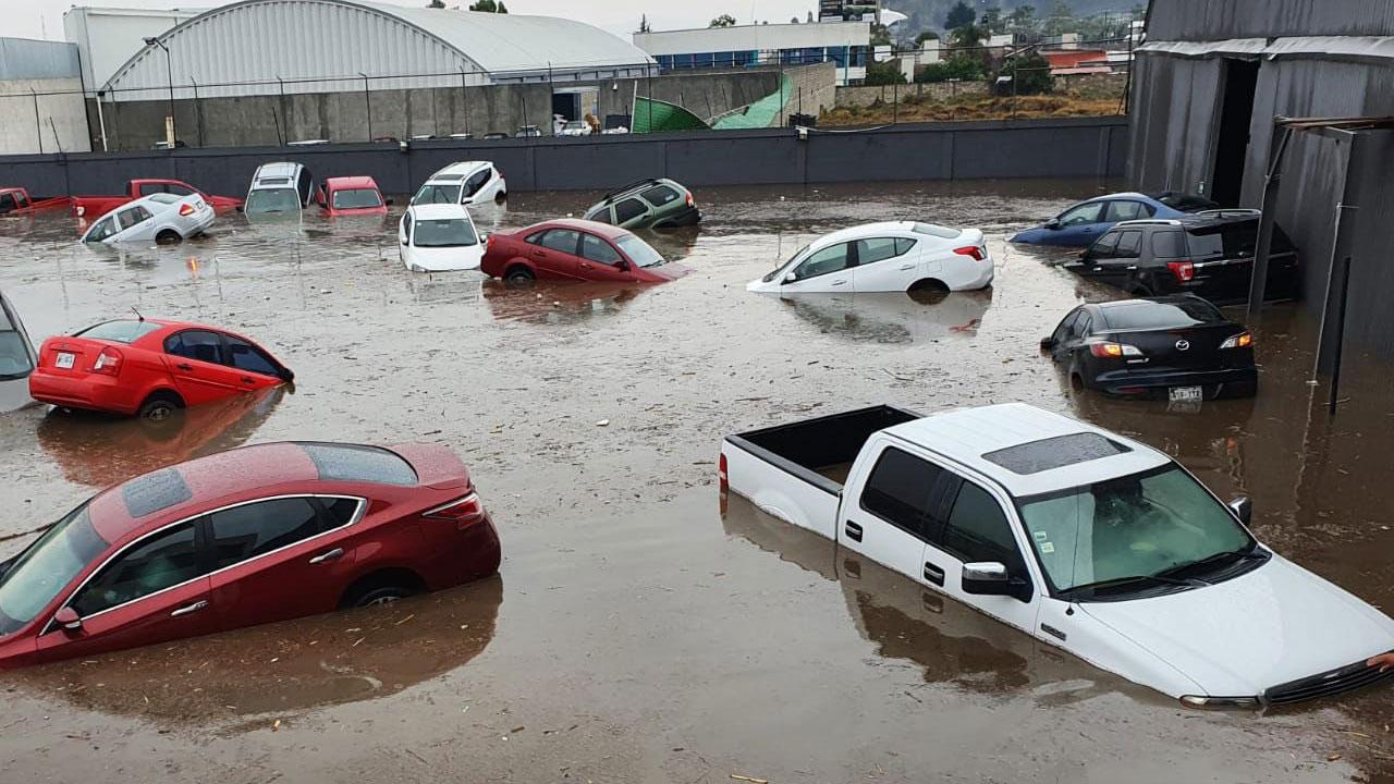 Inundacion estacionamiento fuertes lluvias Metepec