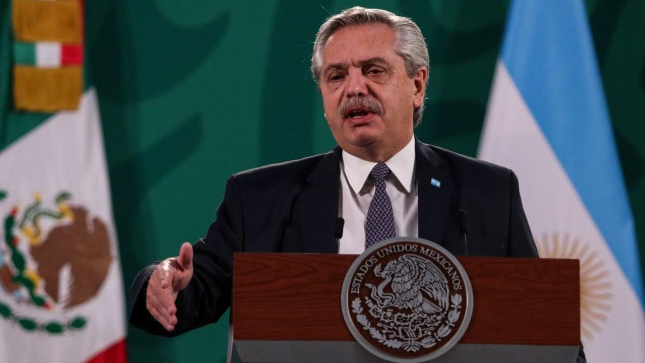 Alberto Fernández se equivoca y es tachado de recista