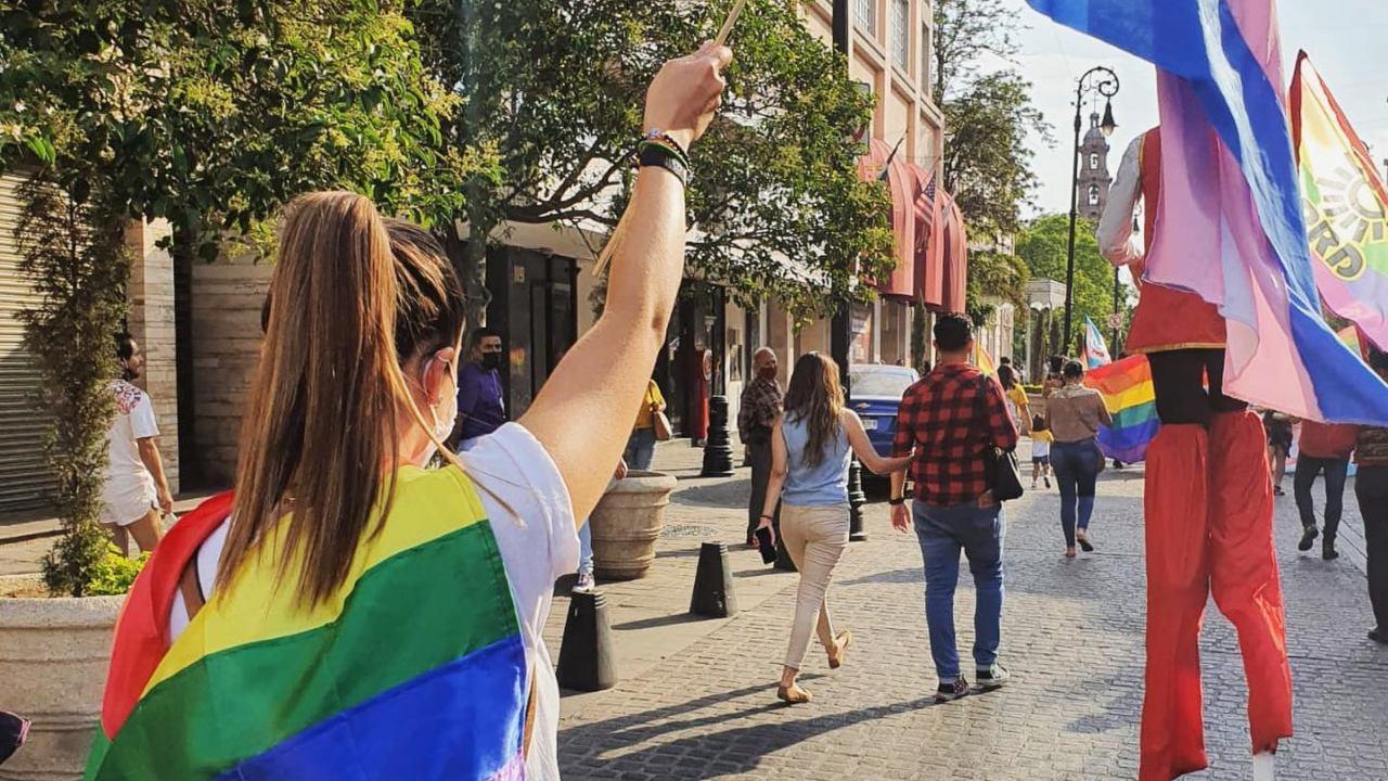 Candidata se haca pasar por miembro de la comunidad LGBT