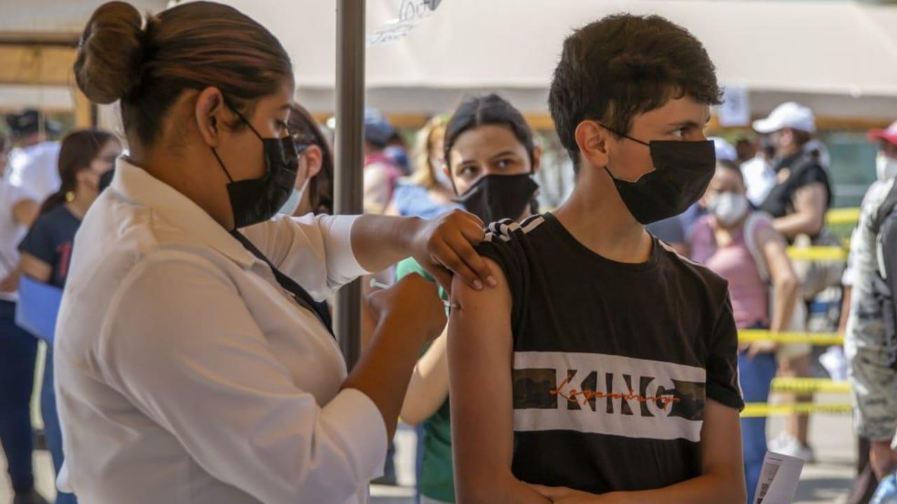 Qué pasa a los que no se vacunan contra Covid-19