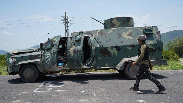 Fotos muestran el poder armado del CJNG en la toma de Aguililla