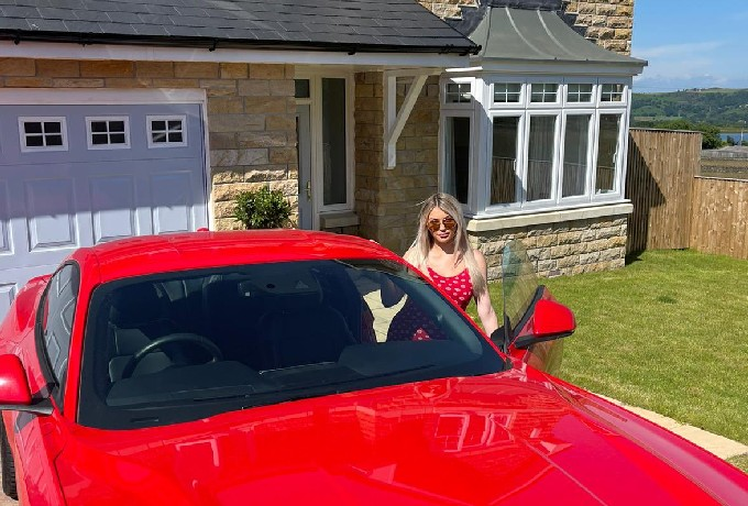 Modelo Inglesa Compra Casa Mustang Ganancias Only Fans