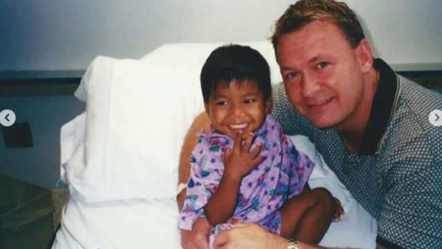 Jordan fue adoptado en Camboya por hombre gay; hoy es atleta olímpico