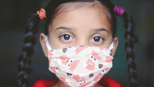 Una profesora no vacunada y sin mascarilla contagia a sus alumnos de primaria con el Covid-19