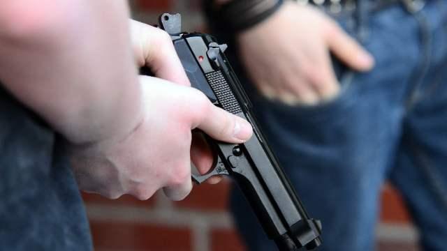 Abordo de una moto intentaron asaltar a dos mujeres; una era policía y los mató
