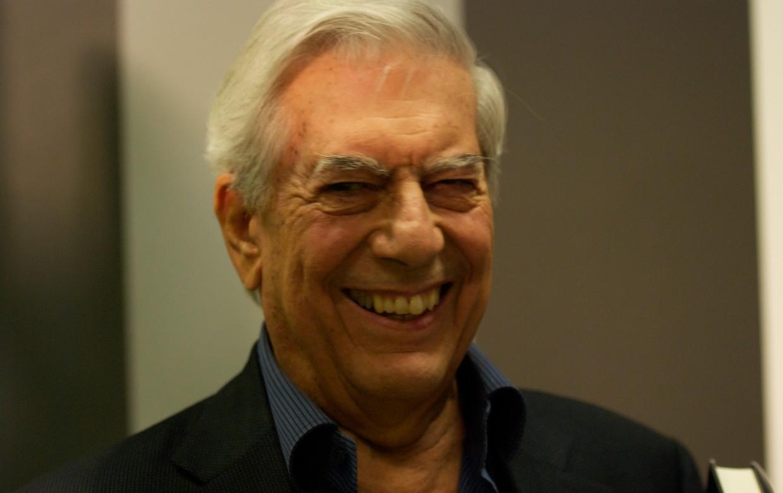 """""""Es una estupidez"""": El día que Vargas Llosa se burló del uso de 'todes'"""