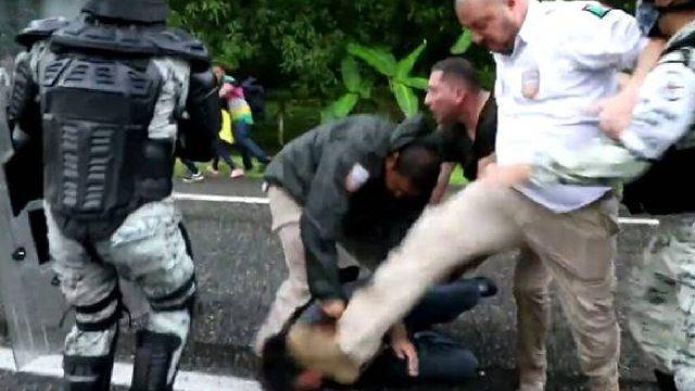 Agente migratorio golpeó persona en la cabeza