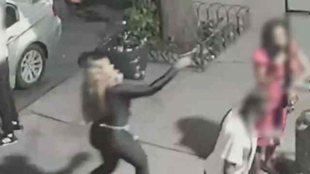 Mujer le dispara a otra en plena calle y huye con toda tranquilidad
