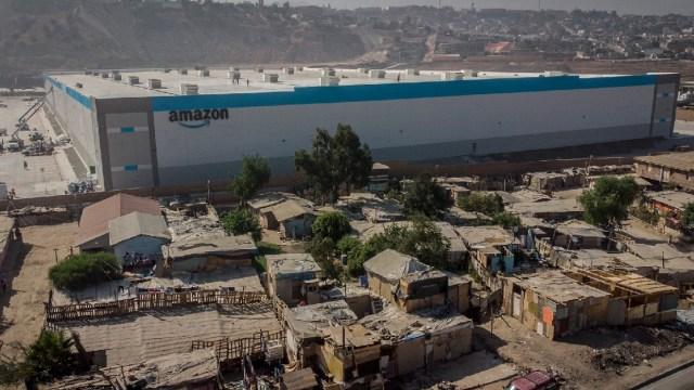 Fotógrafo mexicano muestra el contraste en Tijuana con apertura de planta de Amazon