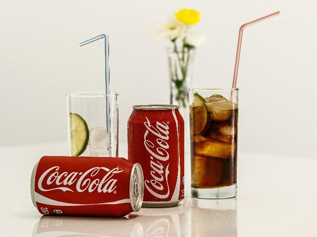 Un hombre bebe 1.5 litros de Coca-Cola en 10 minutos. Muere horas después