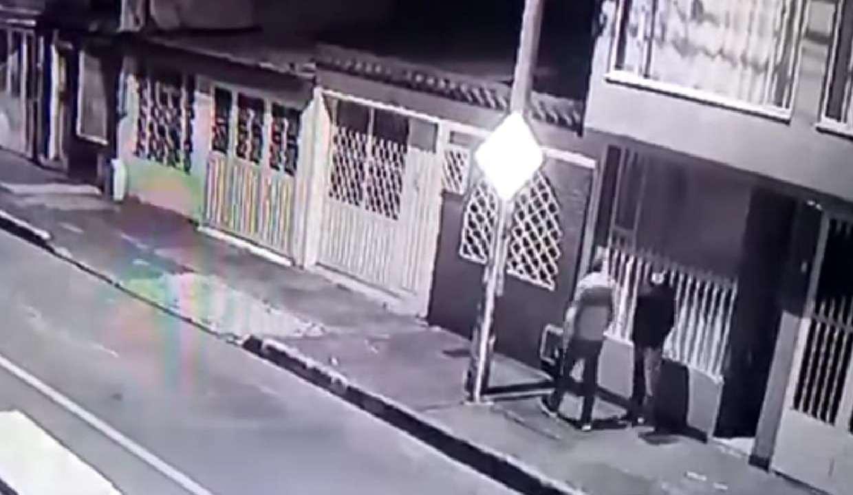 No me ayudes compadre: Ladrones roban a ladrones después de un asalto (video)
