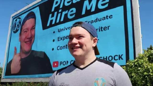 Joven Imprime CV Espectacular No Lo Contratan Irlanda