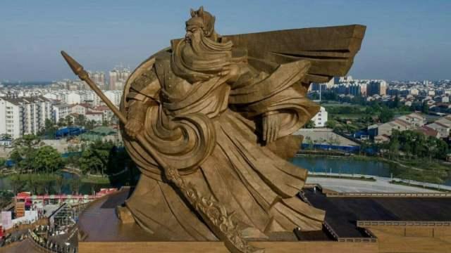 China Construye Estatua Gigante Gastaran Millones Quitarla