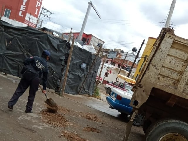 Autoridades Oaxaca Mujer Policía Rellenar Baches