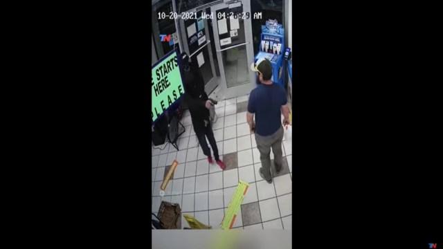 Video: Así fue como un exmarino desarmó a un asaltante e impidió un robo