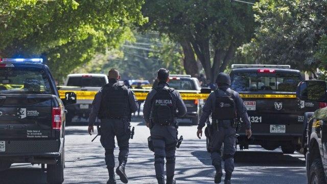 Mujeres pelean en bar de Guadalajara y se desata balacera; una resulta herida