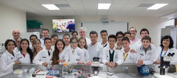 A Javier Duarte lo mandaron a gayola en la foto de EPN con estudiantes y científicos/ Foto Presidencia