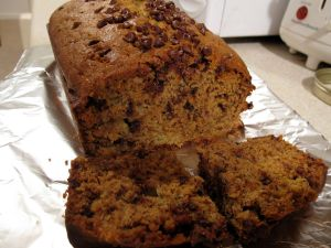 1280px-Banana_bread_with_a_slice_on_tinfoil