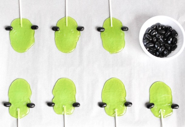 These Frankenstein suckers are made with Jolly Ranchers and are super easy to make. The kids can even help by drawing the faces on them.