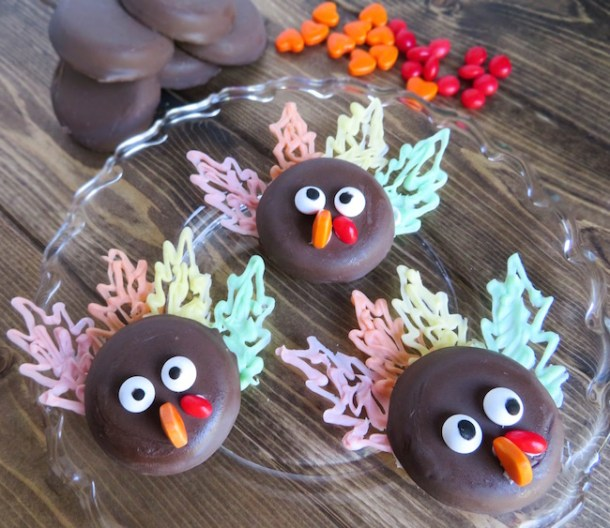 Thanksgiving is less than a week away but there is still time to make a fun and easy Turkey Cookies recipe. The secret is...