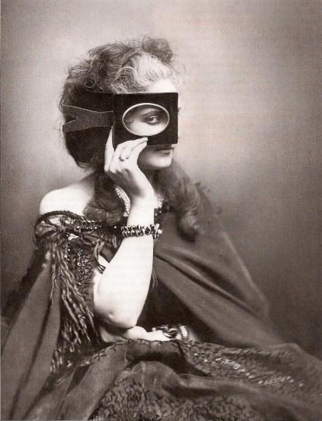 """""""Scherzo di Follia"""" (Jeu de folie), où la comtesse propose deux portraits en un (de face et de trois-quart) - 1860's"""