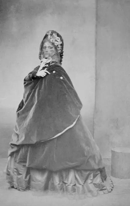 La Cape (1861 - 1867) Virginia de Castiglione par Pierson