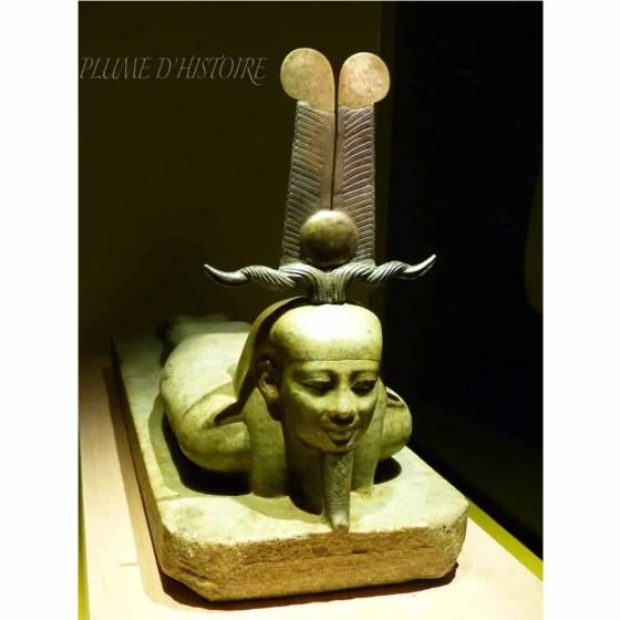 Le réveil d'Osiris (statue en bronze, or, gneiss et électrum)