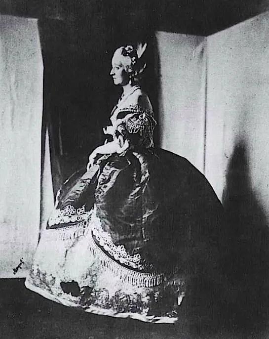 Photogaphie de l'Impératrice Eugénie ayant inspiré le portrait de Winterhalter
