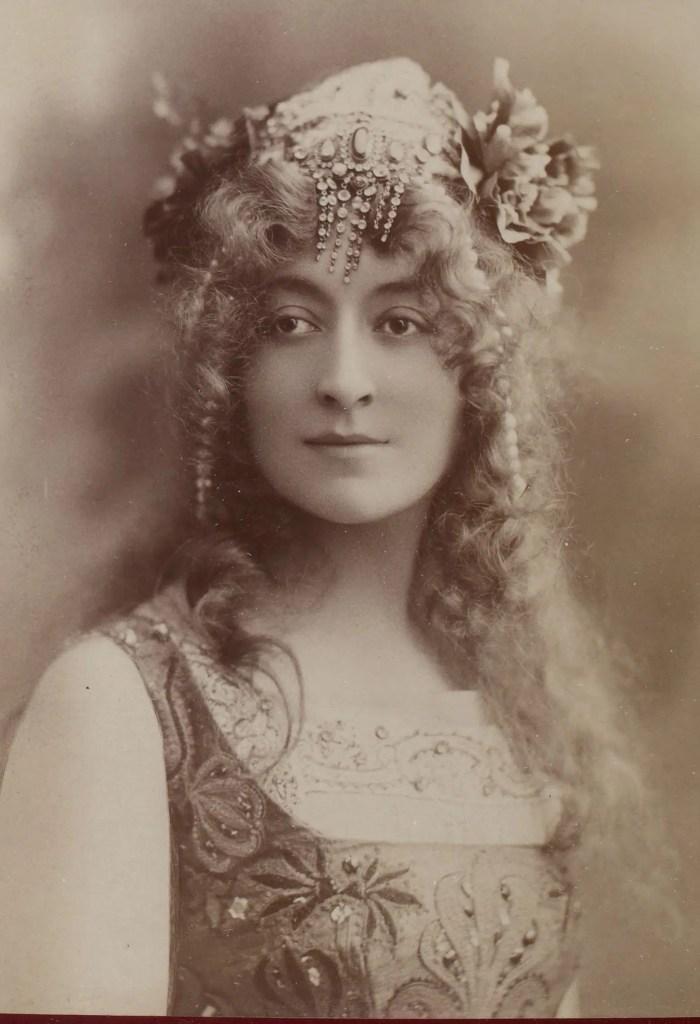 Cécile Sorel en Oriane dans Les Princesses de Légende (Album Reutlinger vol.3)