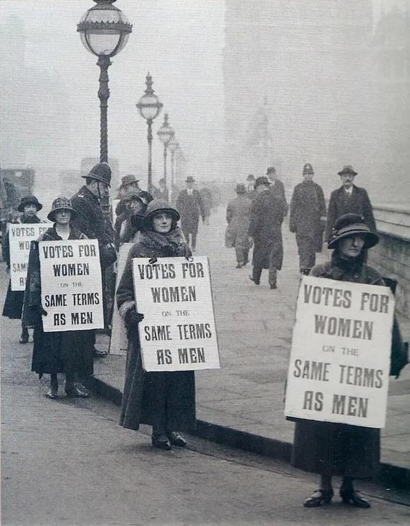 suffragistes et suffragettes le combat des femmes en angleterre plume d 39 histoire. Black Bedroom Furniture Sets. Home Design Ideas