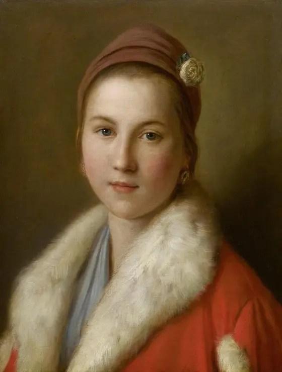 Jeune fille russe avec manteau orné de fourrure