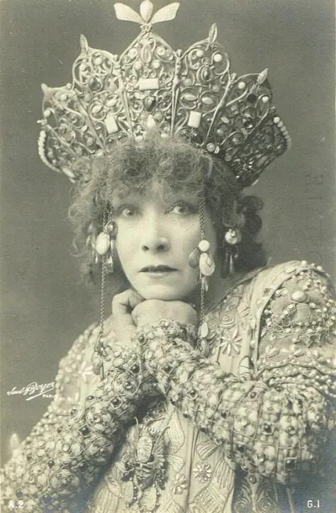 La légendaire Sarah Bernhardt dans le rôle de Théodora en 1900.