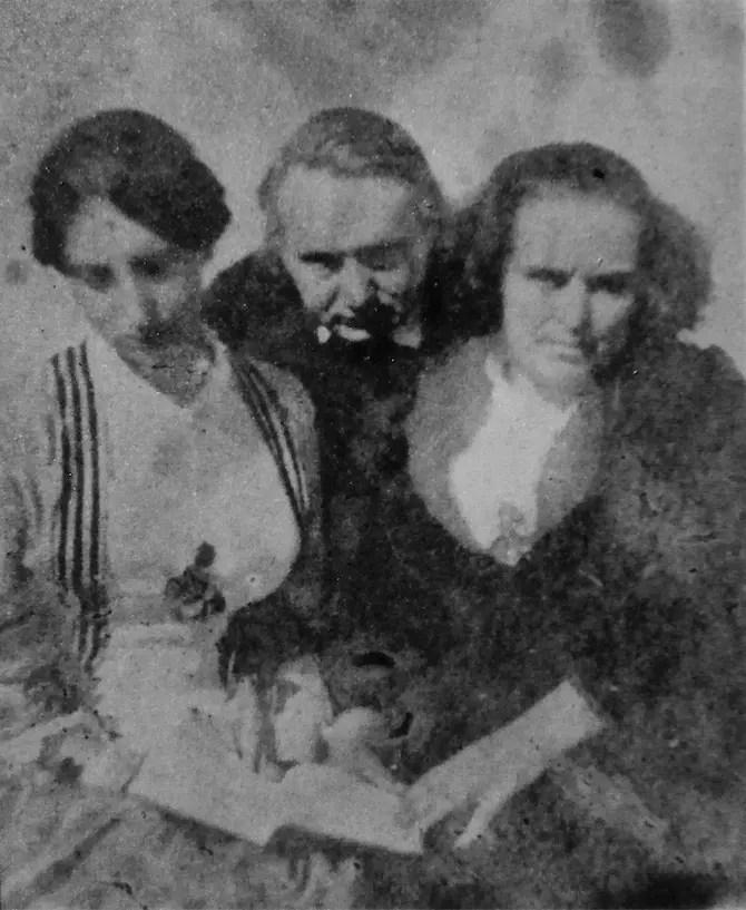 Victor Hugo, sa femme (à droite) et sa fille (à gauche) - maison de Victor Hugo