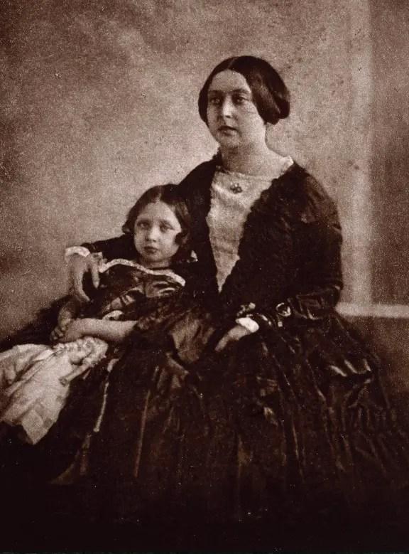 Victoria avec sa fille aînée Vicky, future impératrice d'Allemagne, en 1844/1845 - Royale Collection