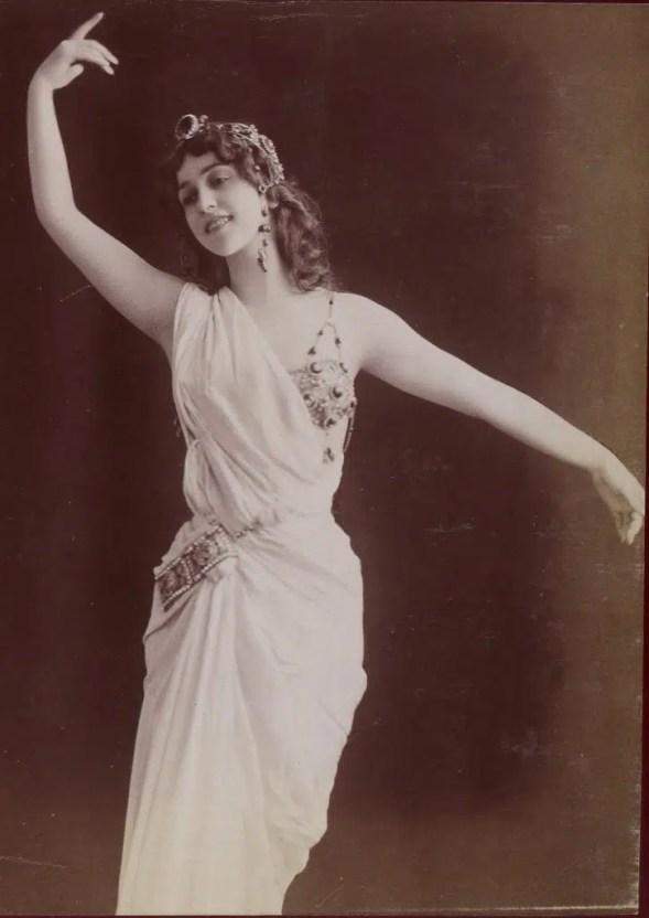 Lina Cavalieri dans Thaïs, l'un de ses plus gros succès (Album Reutlinger, volume 32 - Gallica BNF)
