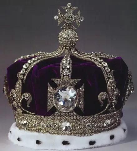 La couronne portée par les Reines d'Angleterre (où brille le Koh-I-Noor)