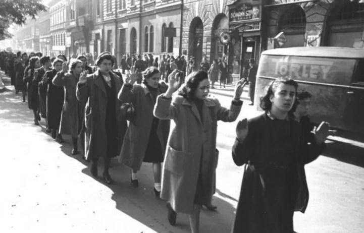 Arrestation de femmes juives entre le 20 et le 22 octobre 1944 à Budapest